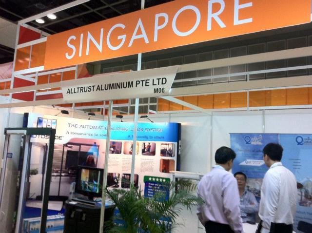 シンガポールでの展示会。 アジア一円からバイヤーが訪れます。
